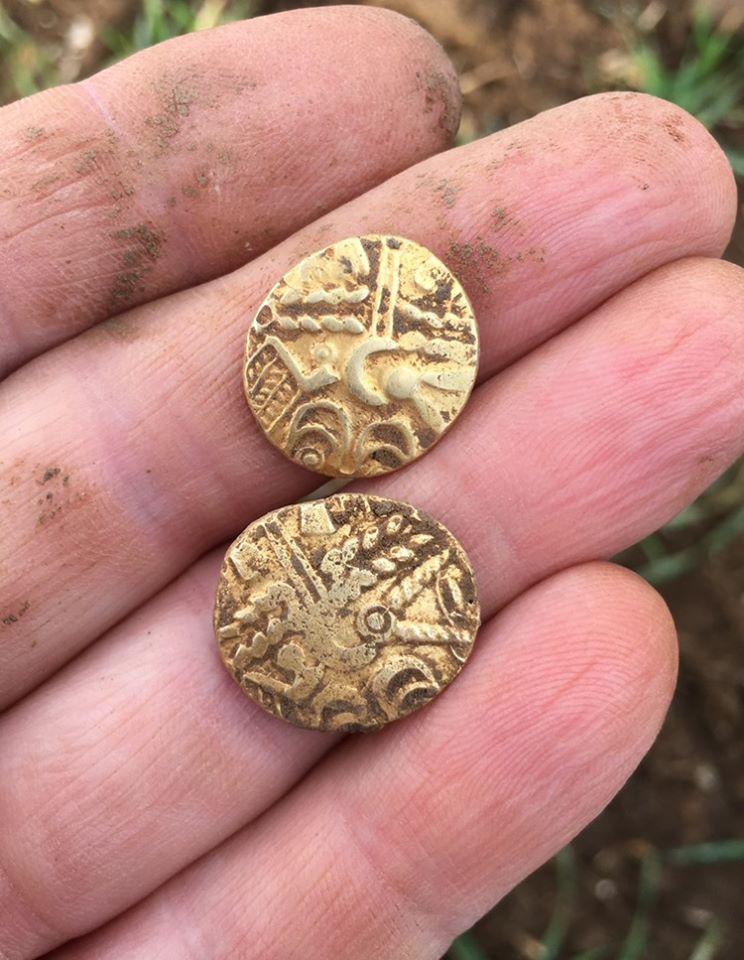Keltische Goldmünzen mit Metalldetektor gefunden
